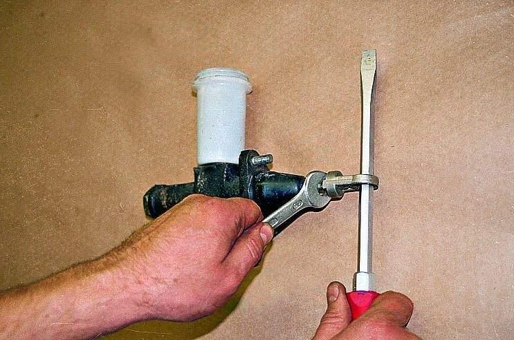 Главный цилиндр сцепления газ 3110 ремонт своими руками 86
