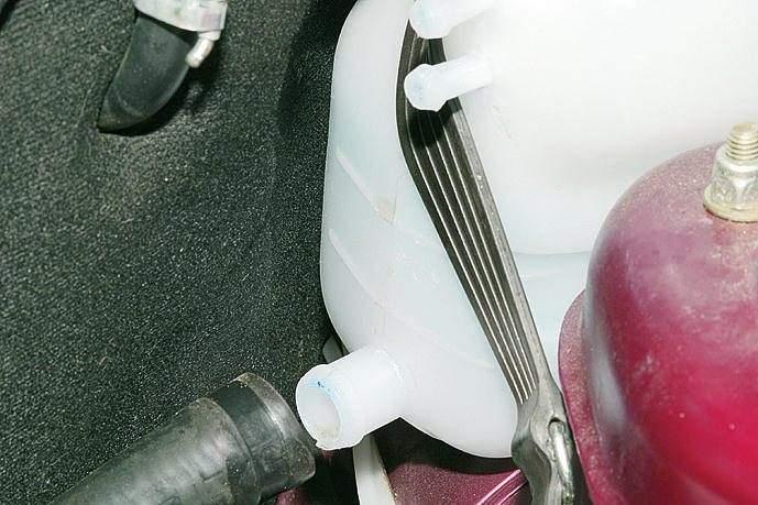 Фото №20 - расширительный бачок системы охлаждения двигателя ВАЗ 2110